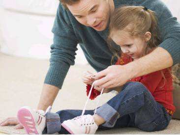 Как учить ребенка завязывать шнурки