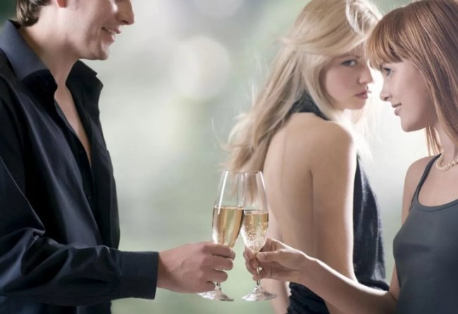 Я ревную мужа к начальнице: что делать?