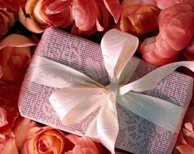 Романтические подарки на свадьбу