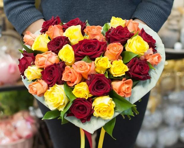 Наша доставка цветов во Львове и композиции из роз – обзор преимуществ